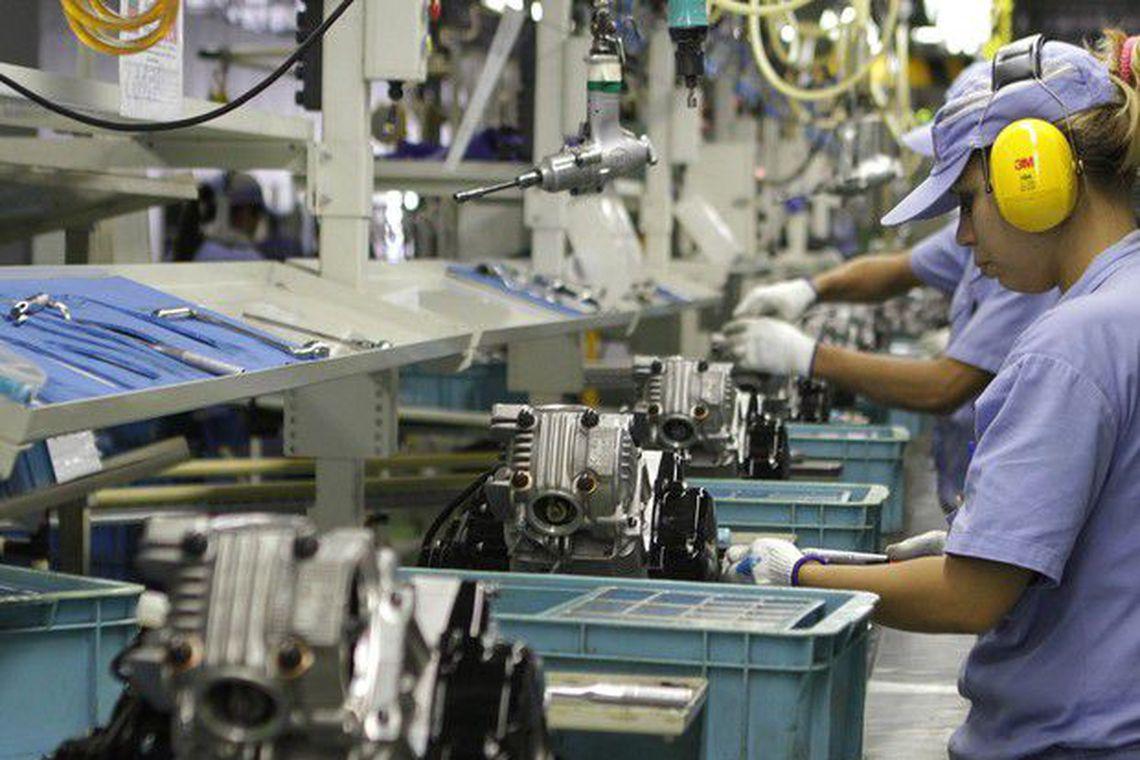 Produ��o industrial cai em 11 locais de outubro para novembro