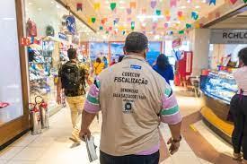 Opera��o S�o Jo�o da Codecon vistoria 66 estabelecimentos em Salvador