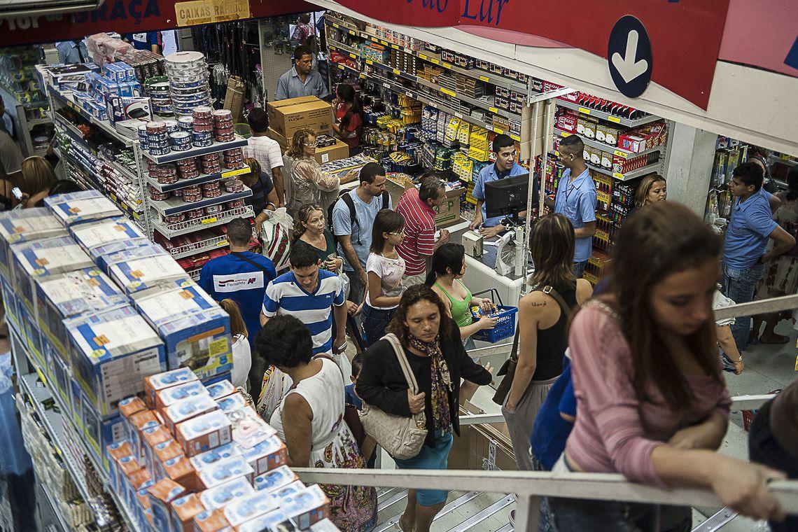 Endividamento de fam�lias brasileiras atinge maior patamar desde 2015