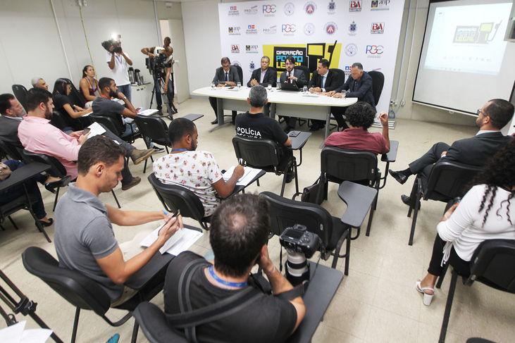 Opera��o encontra irregularidades em postos de combust�veis