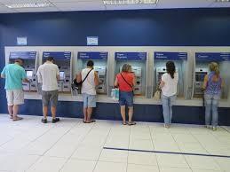 Saques em poupan�a superam dep�sitos em R$ 2,5 bilh�es em outubro