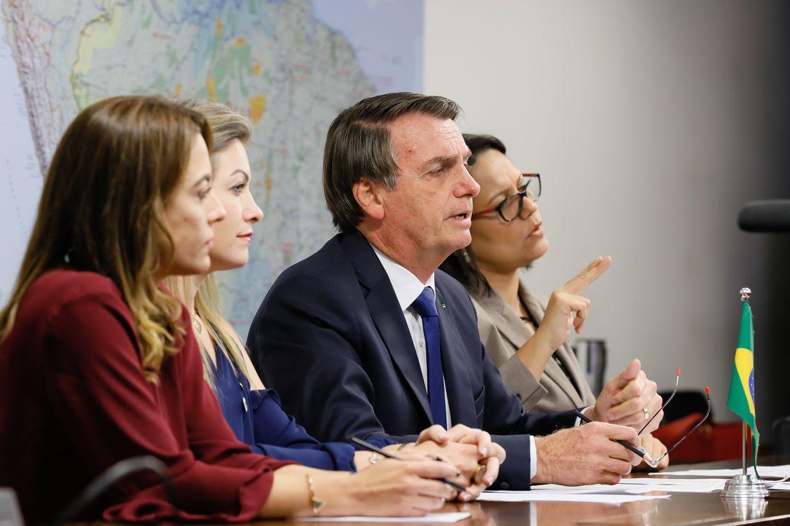 Bolsonaro: tend�ncia do governo � vetar franquia de bagagem