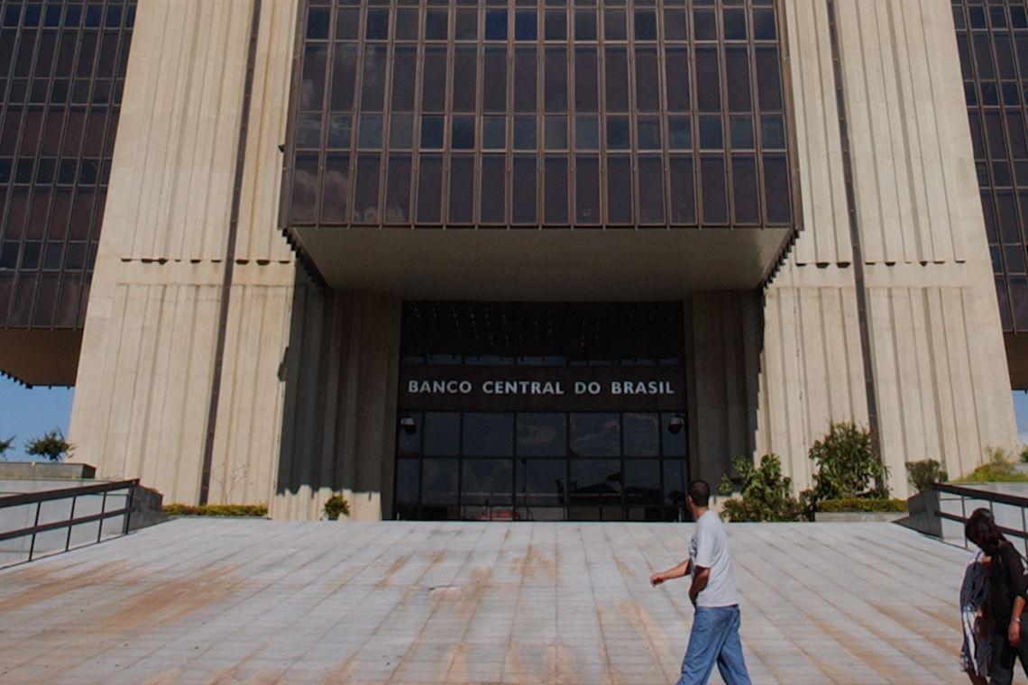 Processo de recupera��o gradual da economia foi interrompido, diz BC