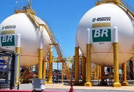 Petrobras reduz preço da gasolina em 1% nas refinarias
