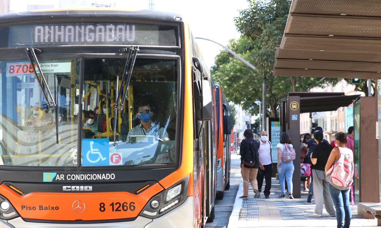 Servi�os registram crescimento de 3,7% em fevereiro, diz IBGE