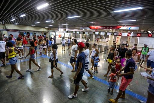 Metrô amplia funcionamento e transporta 1 milhão de passageiros