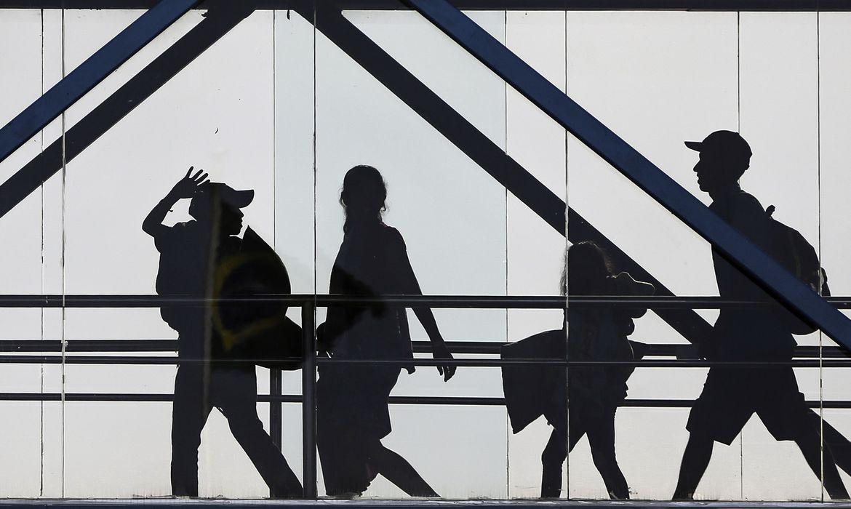 Governo pro�be entrada de estrangeiros no Pa�s por 30 dias