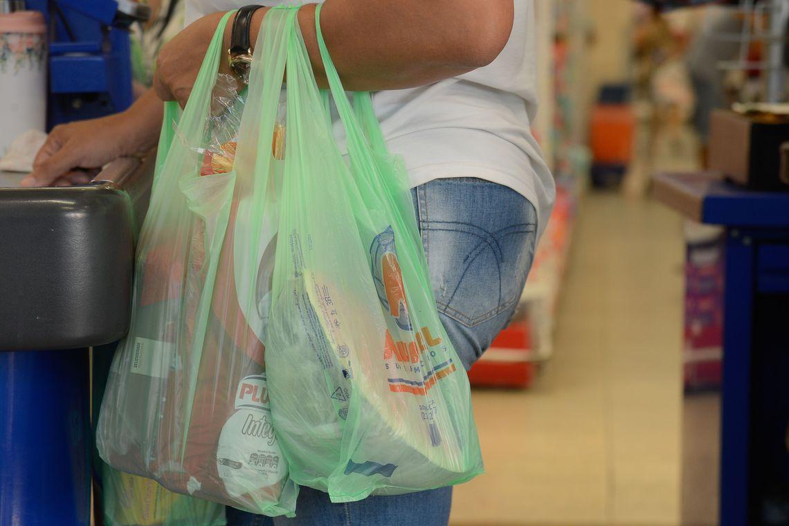 Supermercados do Rio n�o oferecem mais sacolas pl�sticas gratuitas