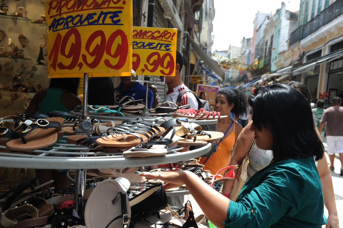 Informalidade no mercado de trabalho � recorde, aponta IBGE
