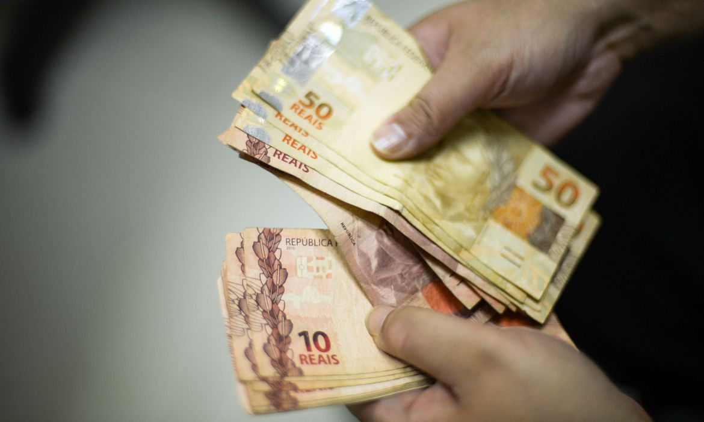Bolsonaro prorroga al�quota zero de IOF sobre cr�dito