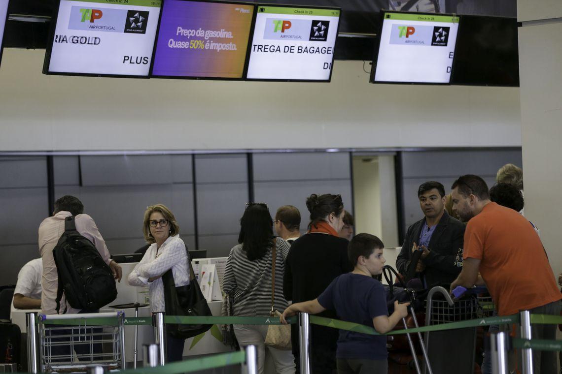 Gastos em viagens internacionais caem 2,93% em abril, diz BC