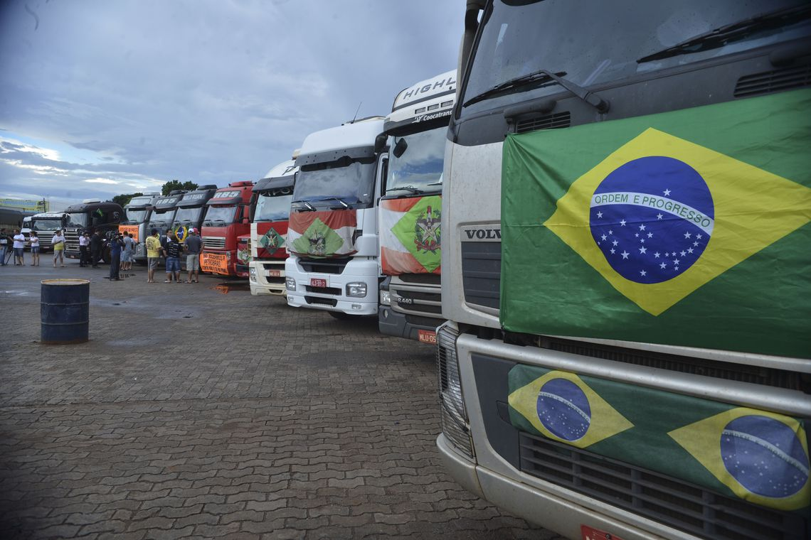 Governo discute novas linhas de cr�dito para caminhoneiros