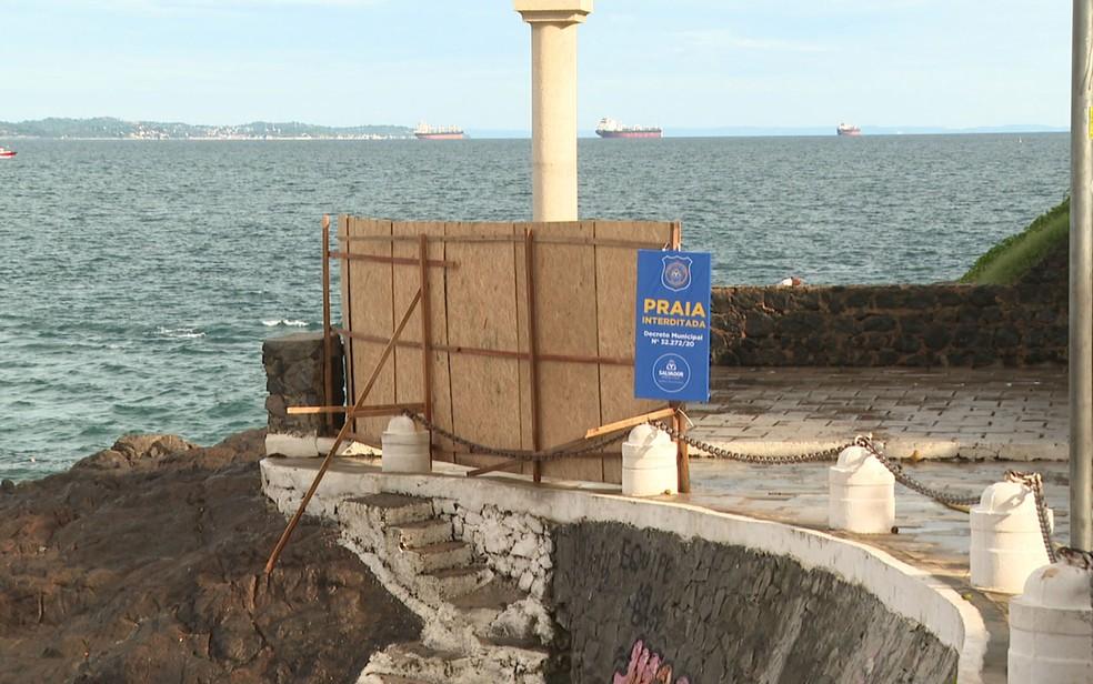 Interdi��o das praias em Salvador contou com instala��o de 500 tapumes