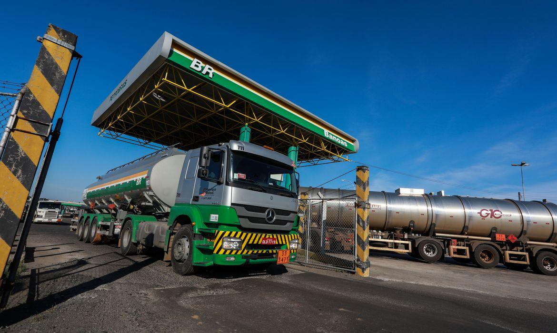 Petrobras reduz em 4% pre�o da gasolina nas refinarias nesta sexta