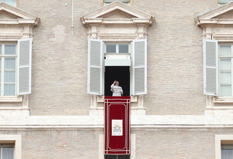 Papa Francisco pede a estudantes que deixem o v�cio do celular