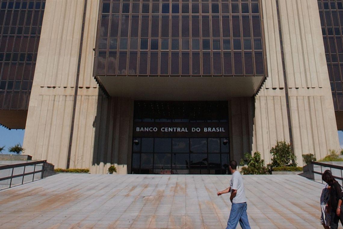 Bancos não podem deixar de atender presencialmente, determina BC