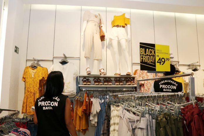 Procon-BA fiscaliza 75 estabelecimentos em opera��o da Black Friday