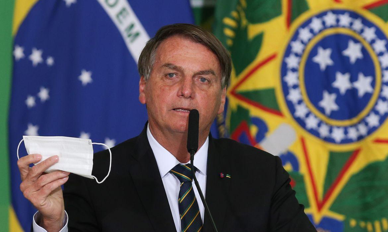 Bolsonaro quer desobrigar uso de m�scara por vacinados