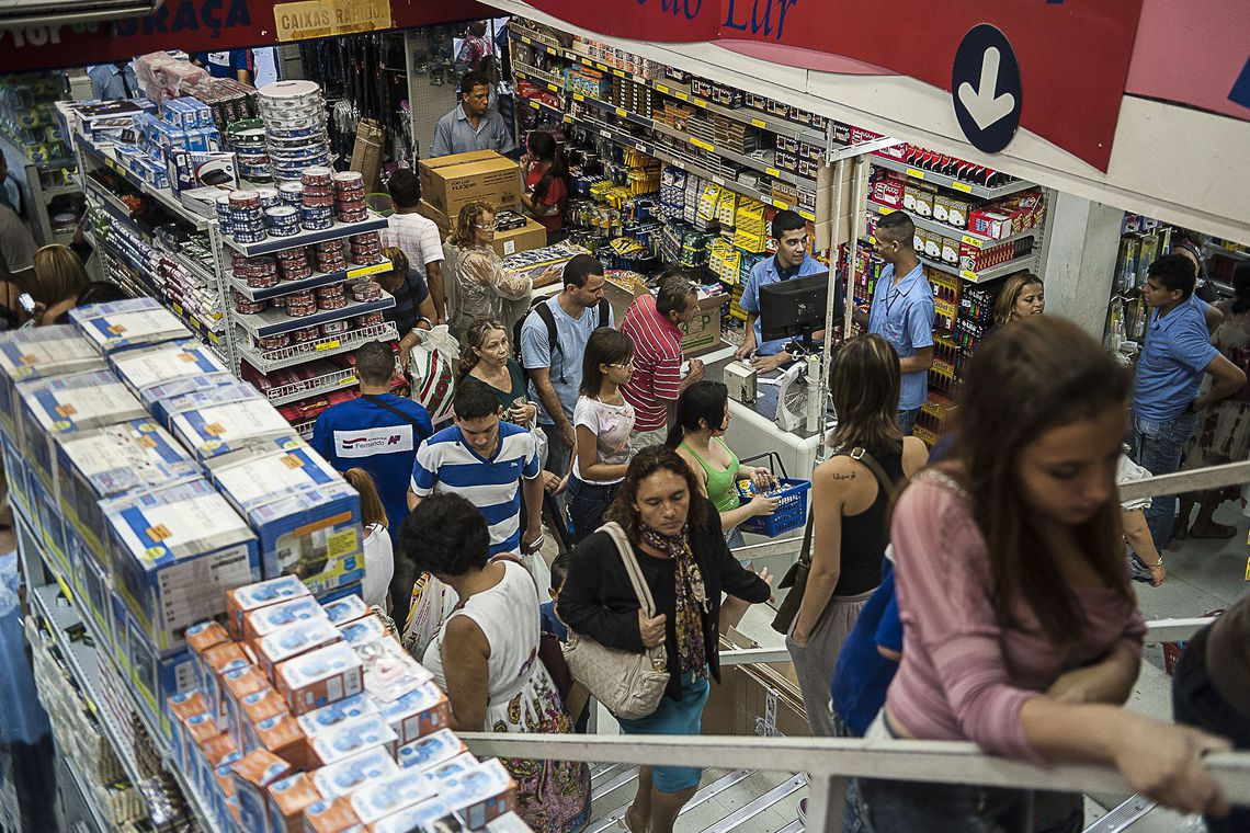 Consumidor agora se preocupa mais com preços do que com bom atendimento