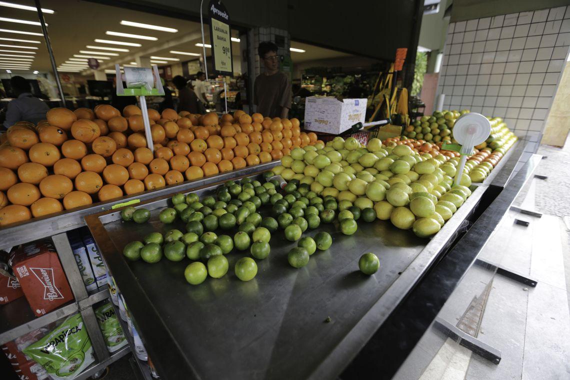 Universidade cria t�cnica que identifica uso de agrot�xicos em frutas