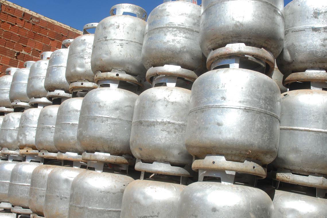 Governo quer reduzir pela metade o pre�o do g�s de cozinha, afirma Guedes