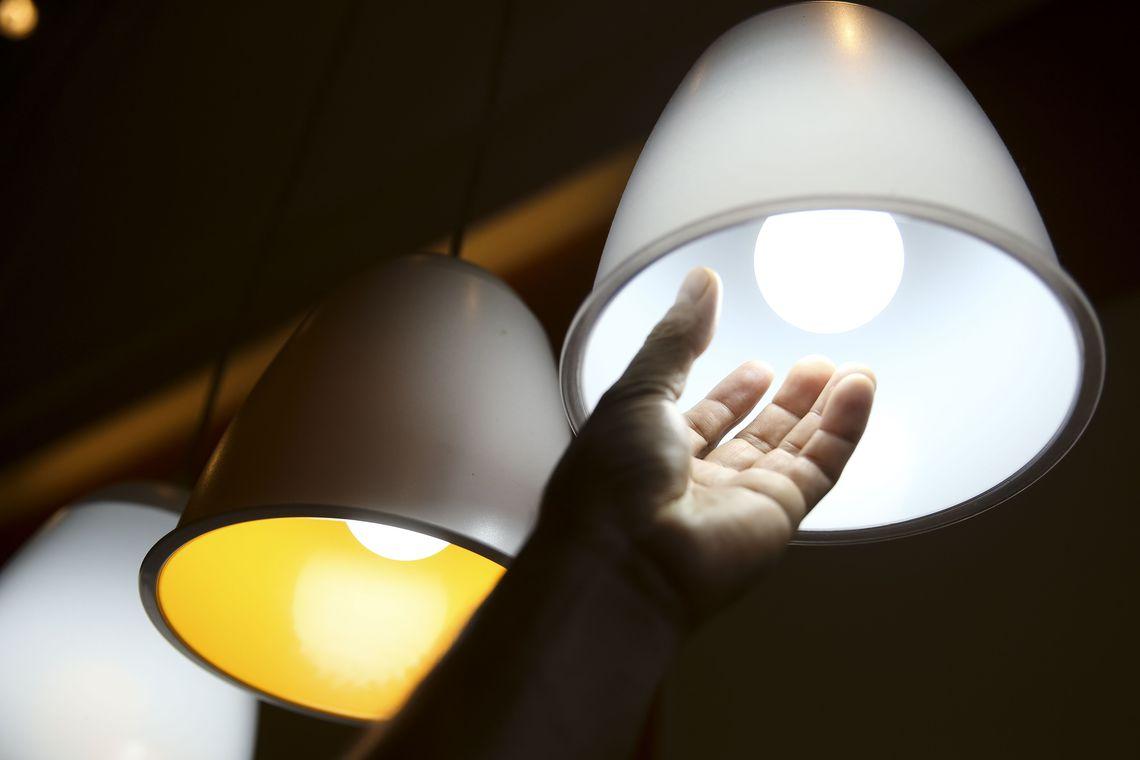 Pesquisa mostra que 87% das pessoas acham conta de luz cara no pa�s