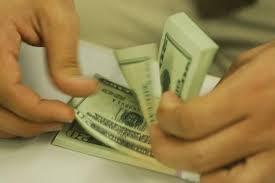 Mais uma vez dólar volta a subir e encosta em R$ 4,26