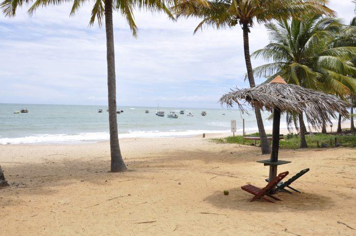 Praias baianas certificadas com selo Bandeira Azul t�m esgotamento operado pela Embasa