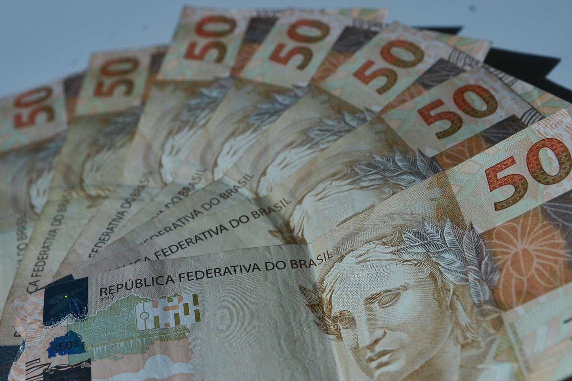 Inflação para famílias de menor renda avança em abril, divulga FGV