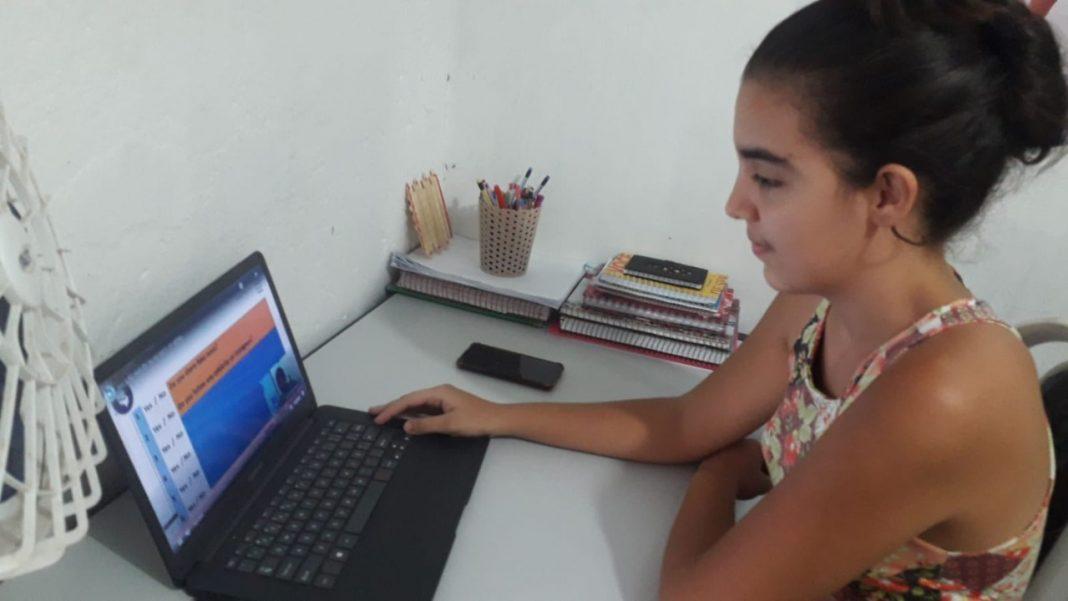 Estudantes criam rotina de estudos com a programação da TV Educa Bahia