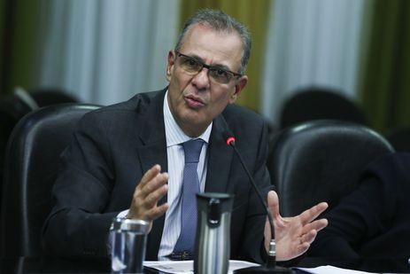 Governo vai rever monop�lio da Petrobras no setor de g�s, diz ministro