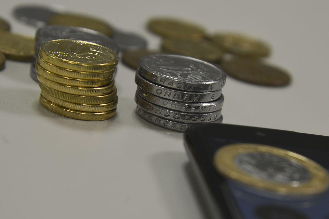 Brasileiros acreditam que inflação fica em 4,8% nos próximos 12 meses