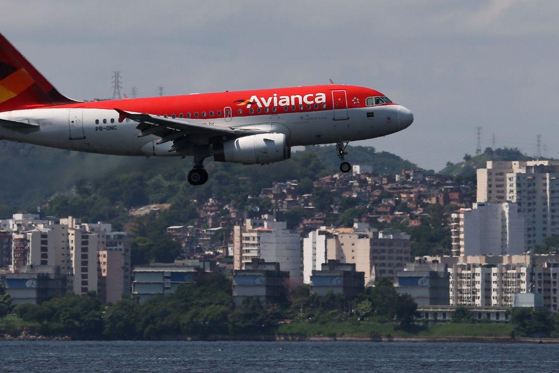Passageiros de voos cancelados t�m direito � realoca��o ou reembolso