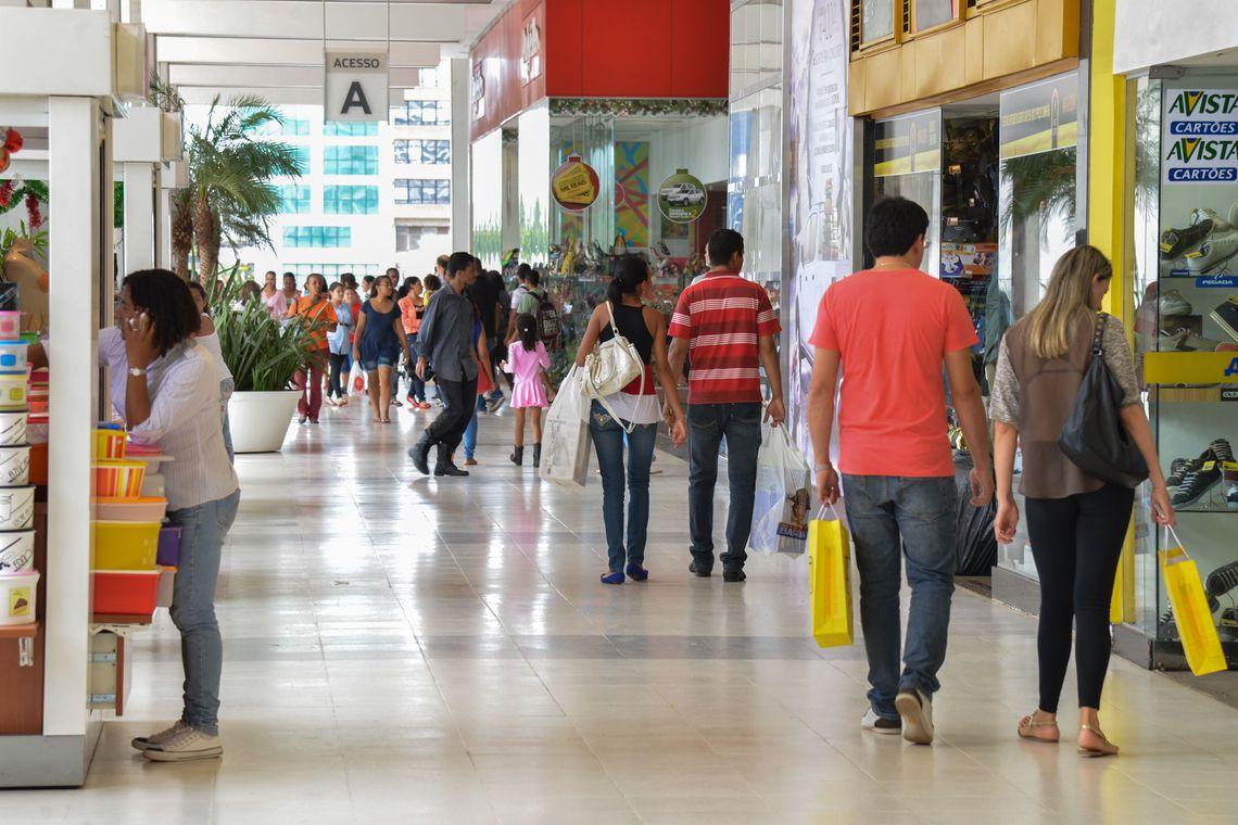 Percentual de fam�lias com d�vidas chega a 65,6% em dezembro, diz CNC