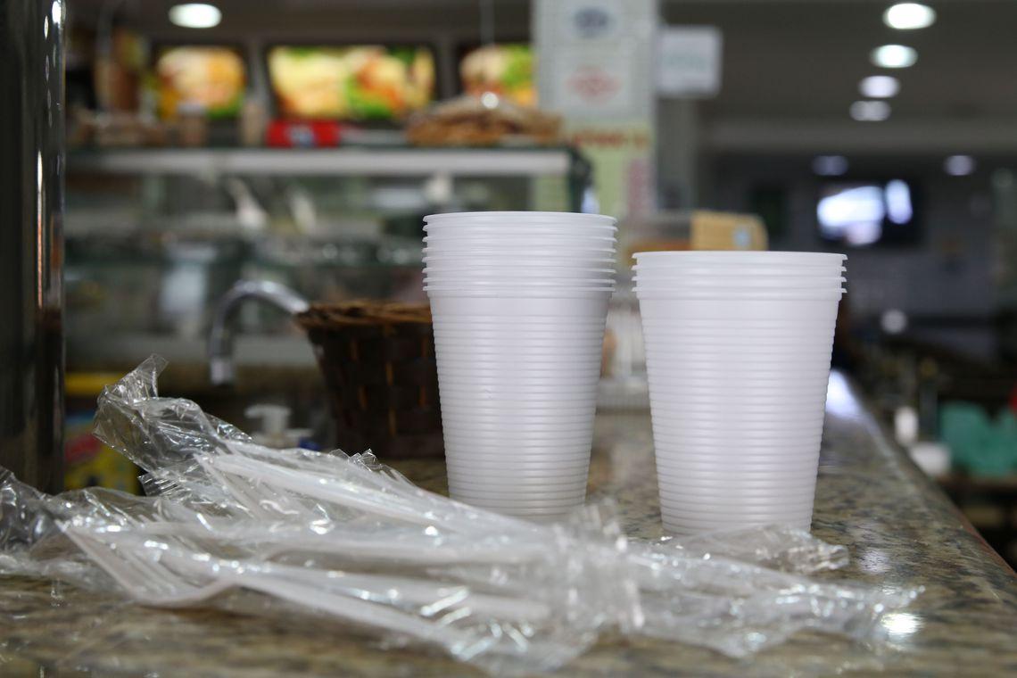 Lei pro�be copos e talheres de pl�stico na capital paulista