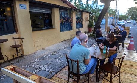Prefeitura libera 84 bares e restaurantes a usarem espa�o p�blico