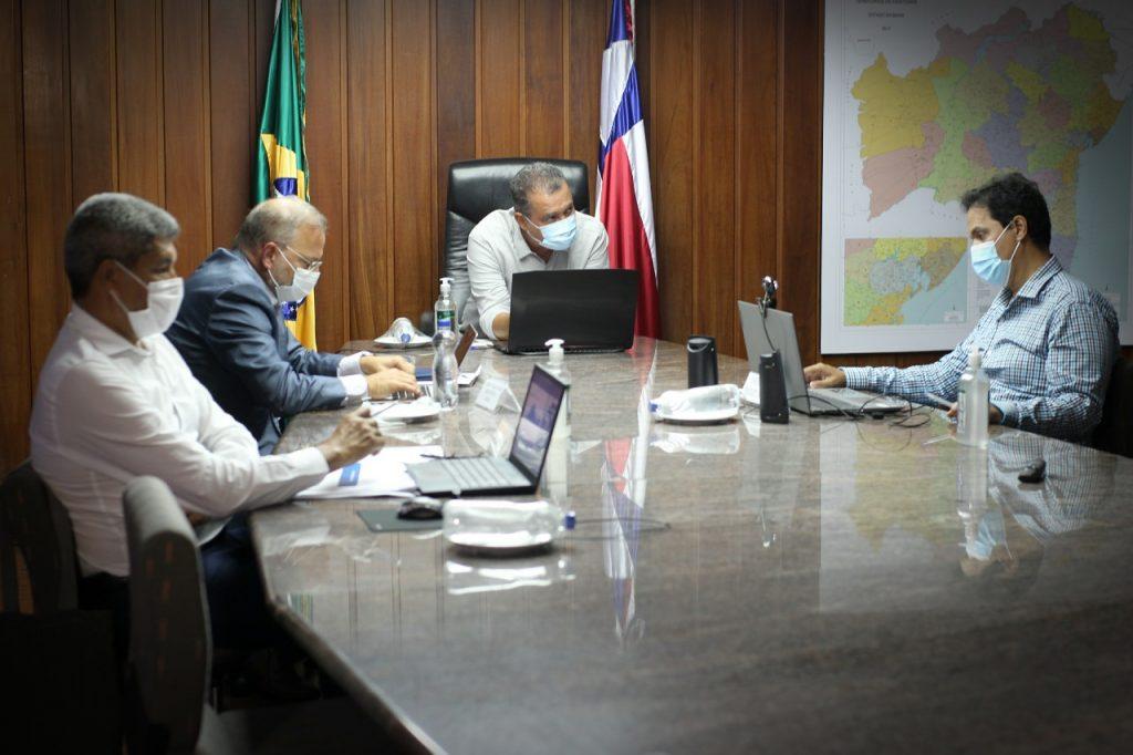 Governador debate com prefeitos crit�rios para retorno �s aulas presenciais na Bahia