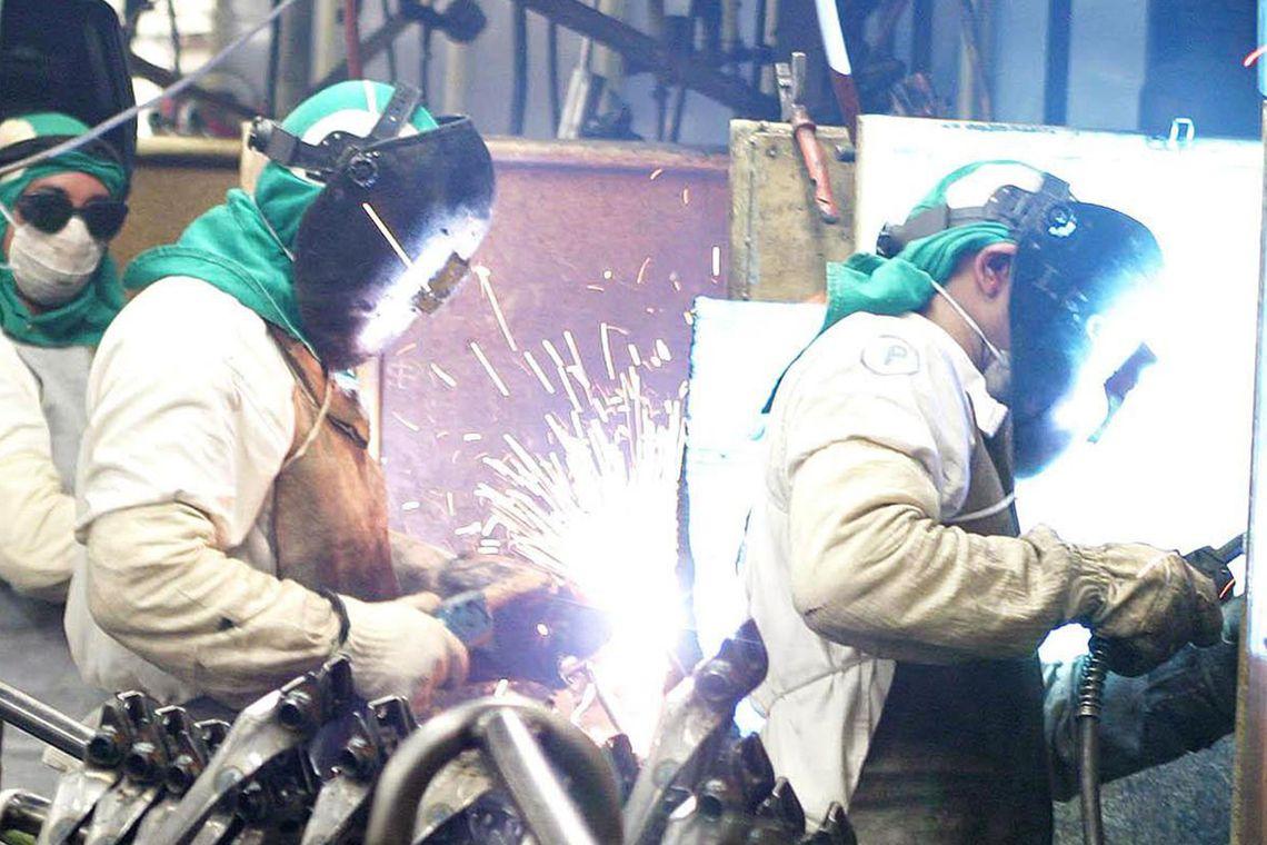 Produ��o industrial recua em oito dos 15 locais pesquisados de julho para agosto