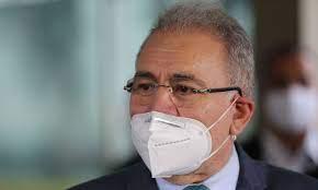 Ministro anuncia aquisi��o de 4,5 milh�es de kits para intuba��o