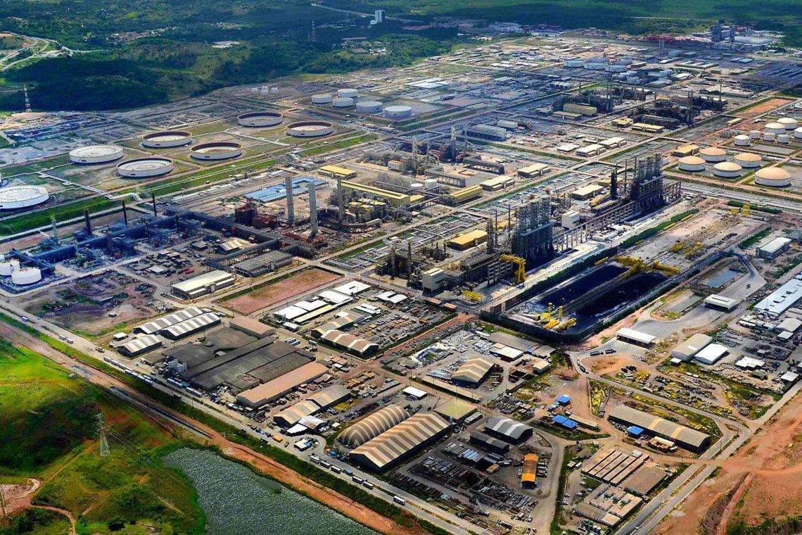 Petrobras eleva preço da gasolina nas refinarias em R$ 0,10