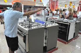 Consumo de bens industriais cai 0,5% em junho, diz Ipea