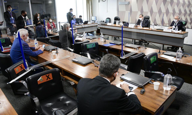Aziz adia para quarta-feira a leitura do relat�rio da CPI