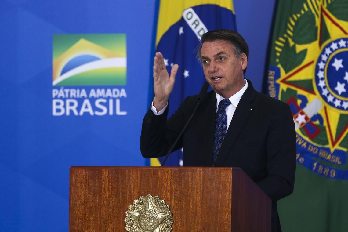 Bolsonaro veta isen��o de cobran�a de bagagem em voos dom�sticos
