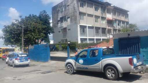 Embasa flagra apartamentos e pontos comerciais com liga��es clandestinas em Mirantes de Periperi