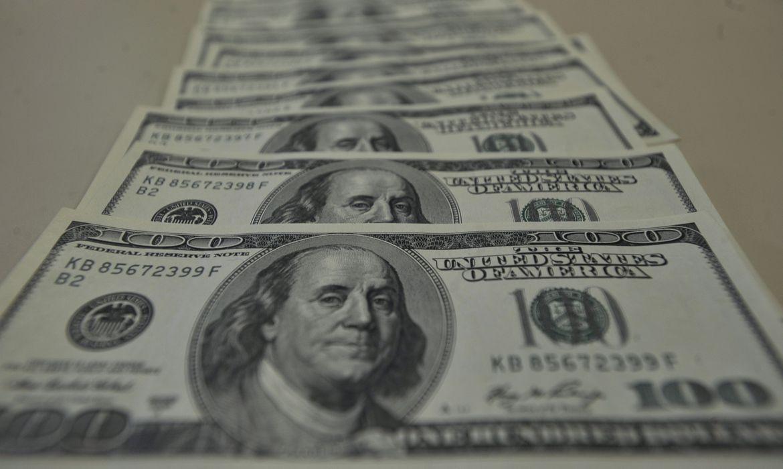 Dólar passa de R$ 4,35 e renova recorde desde criação do real