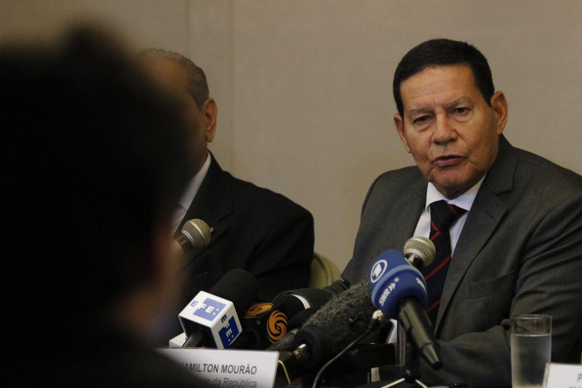 Mour�o diz que haver� redu��o gradativa de funcion�rios com estabilidade